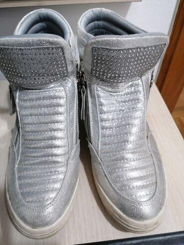 Zenske cipele br.39. Nosene par puta. Zemun