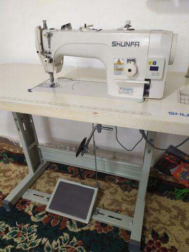 Швейная машина примая строчка  Состояние идеальной  Дома работает