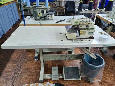 Бытовая техника - Кыргызстан: Продаю, в отличном состоянии оверлог 4х нитку . Утюженный стол и бачок