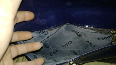 Lakovana teget pismo torbica, skoro nova, jednom nosena, ima duzi i - Prokuplje