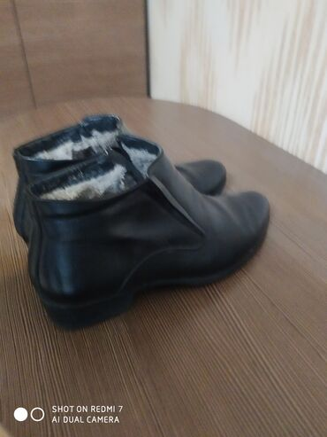 сапок бишкек in Кыргызстан | ЖҮК ТАШУУЧУ УНААЛАР: Зимный кожаный сапок.размер 43.пару раз насил