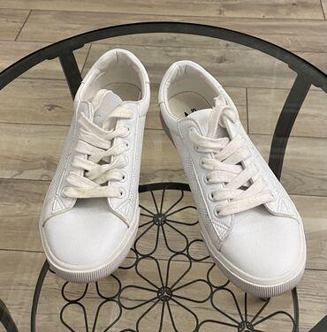Продаются кроссовки. 37 размер, маломерят, подойдут на 36. В хорошем