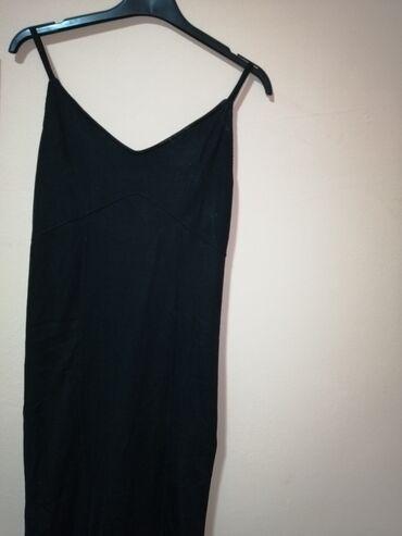 Dugačka haljina od rebrastog pamuka, idealna za letnje daneIma izrez