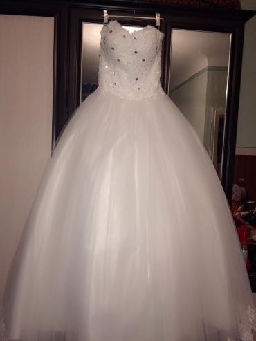 платья корсеты в Кыргызстан: Новое свадебное платье. цв айвори,корсет размер 42-46 в комплекте