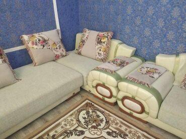 белая kia в Ак-Джол: Продаю диван большой