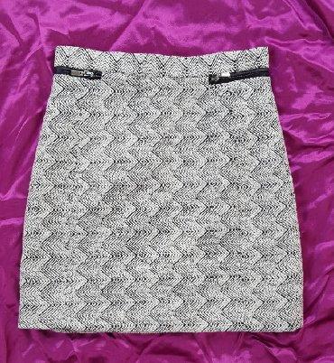 Zimska mini karirana suknja poluobim struka je - Srbija: Mini suknja H&M, vel. 34. Postavljena. Označena veličina je 34
