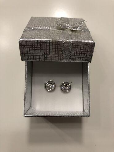 Dva seta diskretnih srebrnih mindjusa