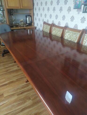 стол стулья для зала in Кыргызстан | КОМПЛЕКТЫ СТОЛОВ И СТУЛЬЕВ: Продаю стол гостевой, для гостей, большой, в зал. Вместе со стульями 1