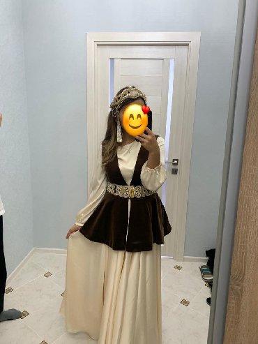 Свадебные аксессуары - Кыргызстан: Продаю платье с украшениями. Платье сшили на заказ. Материал - шёлк
