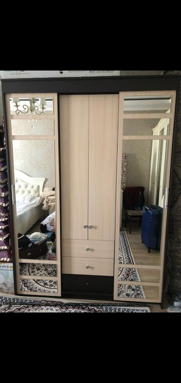 В связи с переездом продается спальный гарнитур,покупали в Евро Мебели