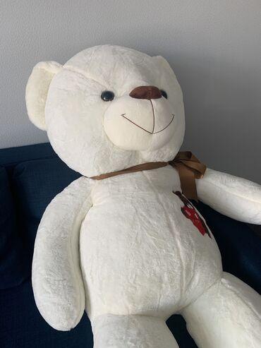 Игрушки - Бишкек: Срочно продаю новую мишку. 160см. Пушистая и очень мягкая. Могу