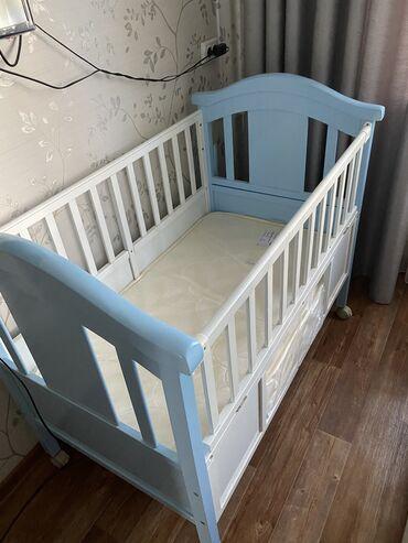 Детская мебель - Бишкек: Продаётся б/у кроватка, с матрасом матрас новый
