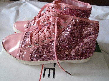 Ženska patike i atletske cipele - Beograd: Moderne roze patike sa šljokicama, Binli. Beli delovi na vrhovima