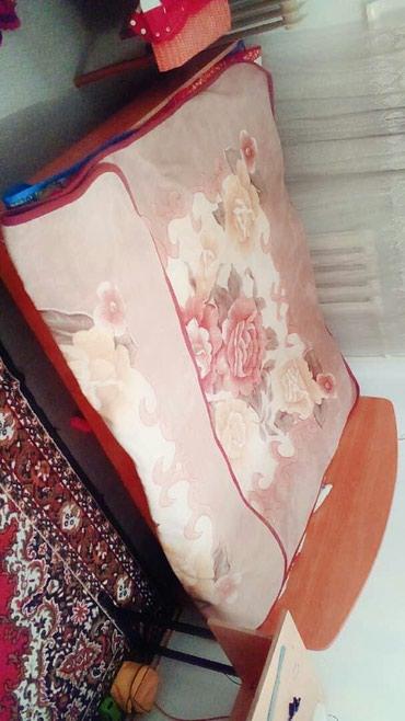 Двуспальная кровать за 2000 сом продается, без матраца. Номер- в Бишкек