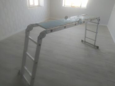 аренда лестницы в Кыргызстан: Сдаю в аренду стремянку секция 1метр длина лестницы 4 метра