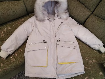 женскую куртку новую в Кыргызстан: Продаю зимнюю куртку женскую, подойдёт на М или L р-р, цвет молочный