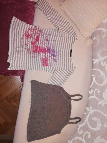 Obe majice veličina S 99 dinara obe - Pozarevac