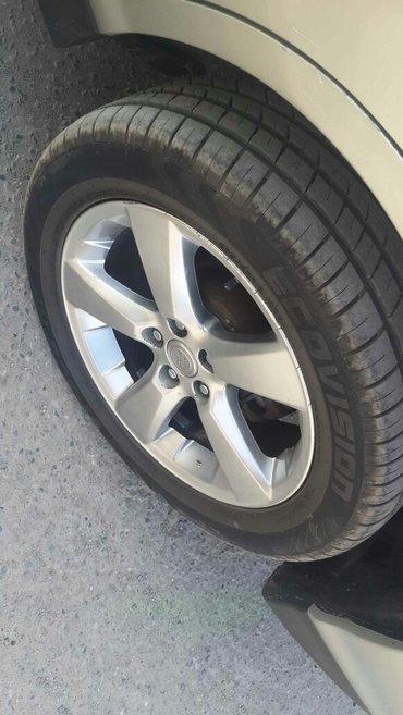Продаю диски R18 на Lexus и шины помплект (родные диски)   в Ош