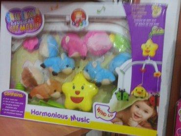Xırdalan şəhərində Usaq besiyinden asmaq ucun yumusaq musiqili oyuncaq