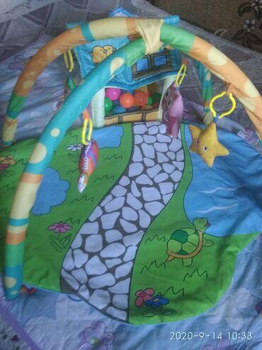 Развивающий коврик для ребенка в идеальном состоянии