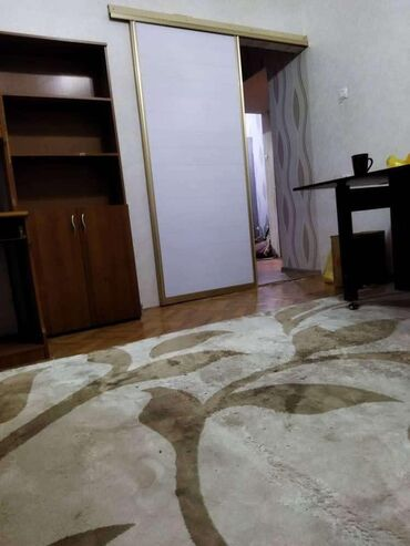 Недвижимость - Лебединовка: Бир комната берилет 8000сом эки кызга срочно адрес восток 5мадина