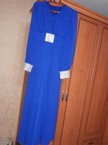 синее вечернее платье в Кыргызстан: Синее Длинное вечернее платье Одевала один раз. Размер L. В хорошем