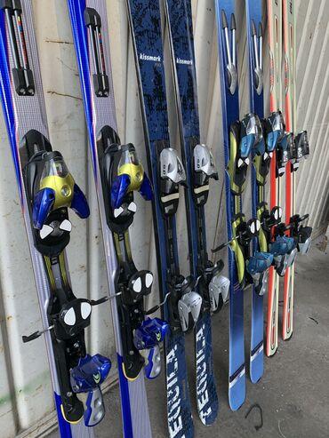 Лыжи - Бишкек: Продаю лыжи И палочки для лыж в хорошем состоянии цена от 3000 и