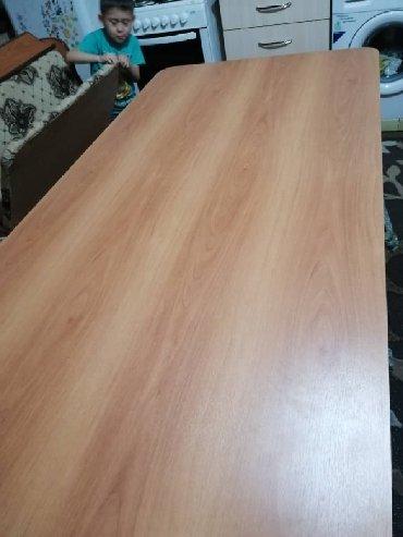 стол на кухню раскладной в Кыргызстан: Продаётся кухонный стол-уголок с четырьмя табуретками .Б/у в хорошем