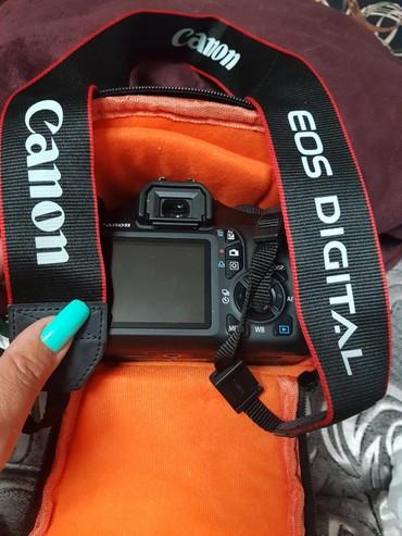 зеркальный фотоаппарат canon eos 70d body в Азербайджан: Fotoapparat Canon 126291 EOS 1100D. 2 defe ishlenilib. hech bir proble