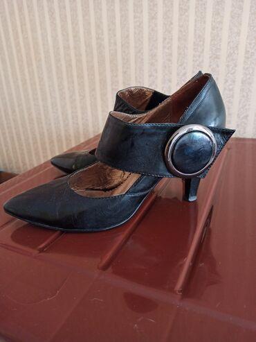 Продаю фирменные туфли Silvia Franci 39 размера в хорошем состоянии