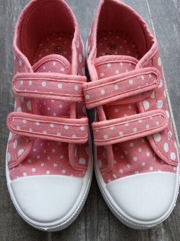 Dečija odeća i obuća - Novi Banovci: Safran nova obuca za decu. Patikece samo u broj 34,kalup je veci pa