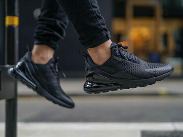женские черные кроссовки в Азербайджан: Nike air max 270 (45 ölçü)ABŞ-dan alınıb,qəbz (Çek) var !150$-di