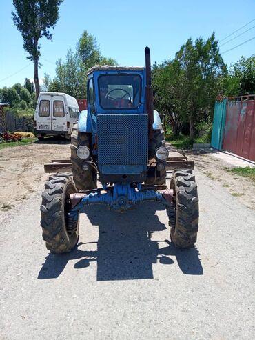 Продаю трактор Т-40 со всеми агрегатами. В комплекте имеются: 1)Прицеп