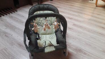 Ljuljaska za bebe - Srbija: Ljuljalica i nosiljka za bebe u odlicnom stanju