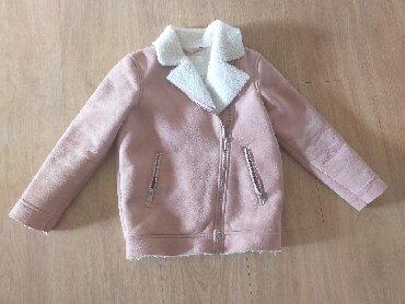 Prelepa jaknica za devojcice, vrlo malo nosena, kao nova. Vel. Za 6-7