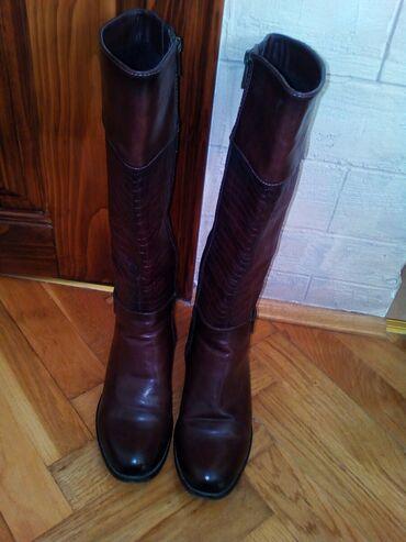 Braon dugacke cizme broj 38, u odlicnom stanju