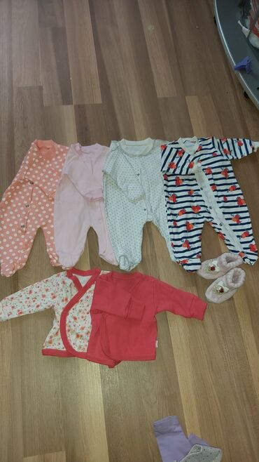 Вещи для новорождённых 2 слипика с пятнами