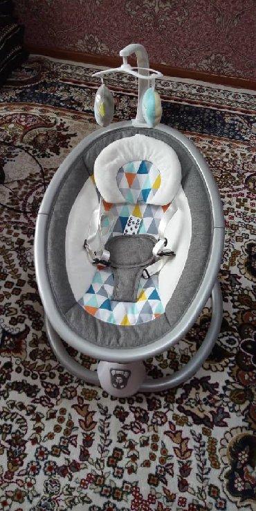 Продаю электрическая кресло качалка с мелодии 5000 сом