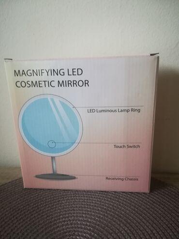 Uveličavajuce kozmetičko ogledalo sa led svetlom. Dobila sam ga na