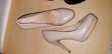 Продаю туфли новые состояние шикарное. покупали в Москве. Одели