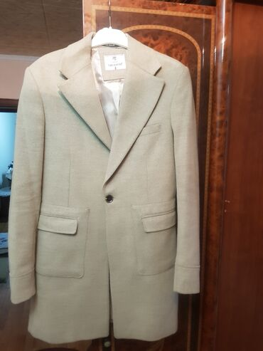 Пальто - Бишкек: Продаю пальто в отличном состоянии брали намного дороже размер S