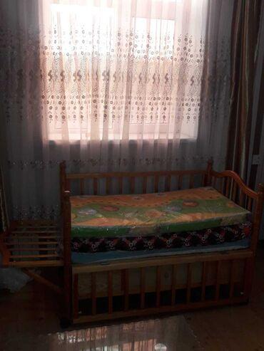 Детская кроватка колыбельная в отличном состоянии открывается со всех