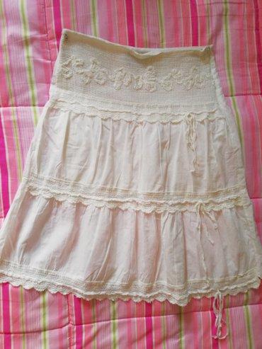Suknja-duzina - Srbija: Bela suknja S velicina. Dimenzije:poluobim struka 36cm,duzina 60cm.Nij
