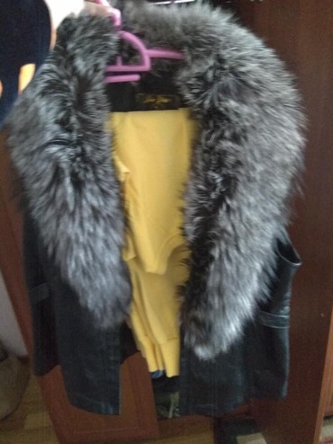 Женская одежда в Балыкчы: Г.Балыкчы Срочно продаю кожаный жилет новый 5000с