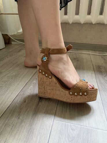 Женская обувь - Бишкек: Продаю новые босоножки! Турция! Кожа! Сокулук! Продаю так как не подош