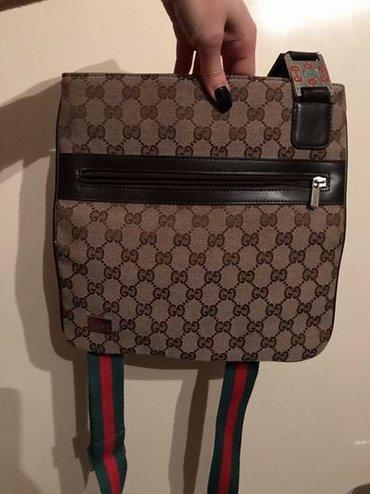 Muška Gucci torbica, nošena možda jednom. Nije original. Za dodatna