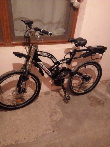 Bakı şəhərində velosiped satılır