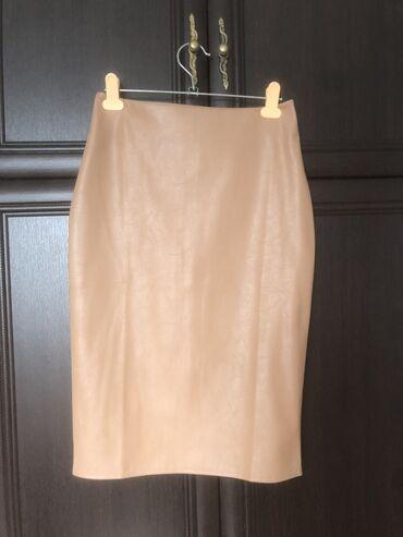 Кожаная юбка красивого бежевого цвета. Длина по колено на рост 168см