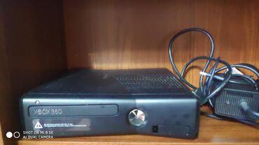 геймпад для гонок в Кыргызстан: Xbox 360 slim 500gb скаченно около 40 игр 4 геймпада для игры в