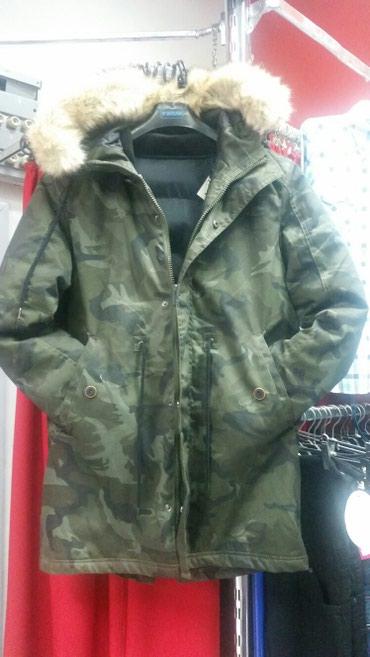 Maskirna jakna sa podjaknom unutra, krzno na kapuljaci se skida, - Backa Palanka